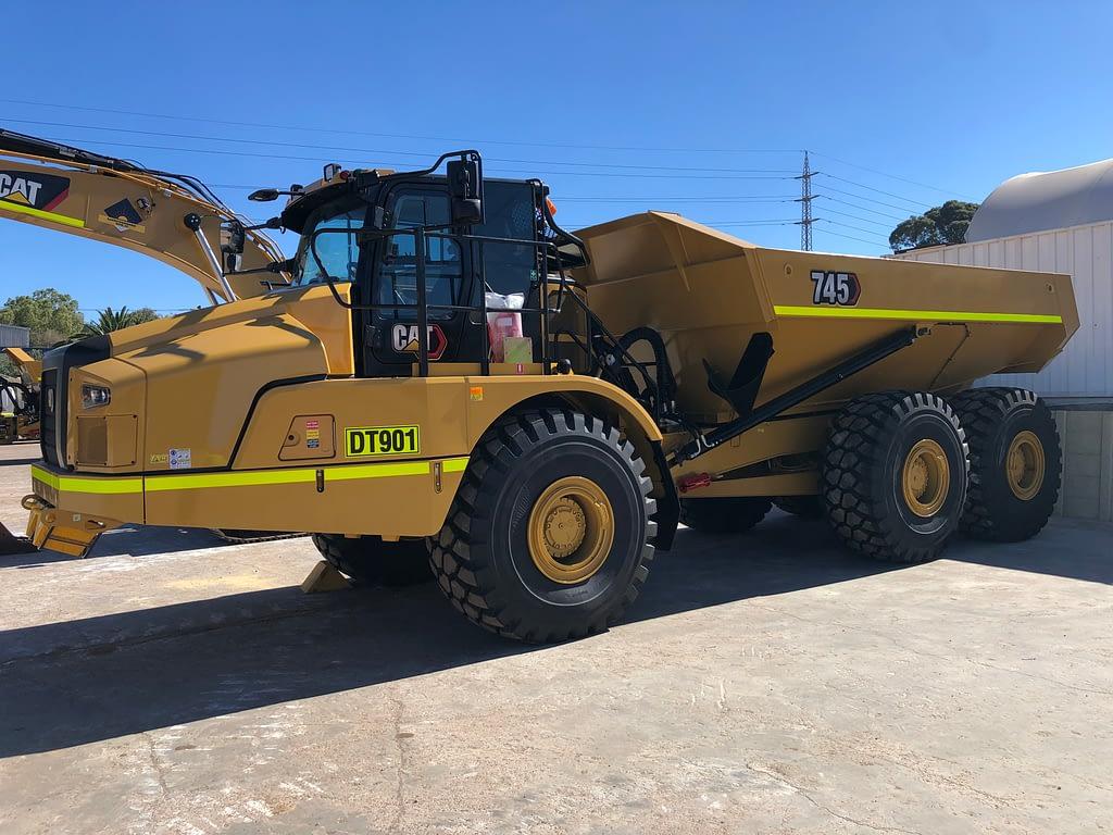 Caterpillar Dump Truck 745 - Articulated Dump Truck for Mining