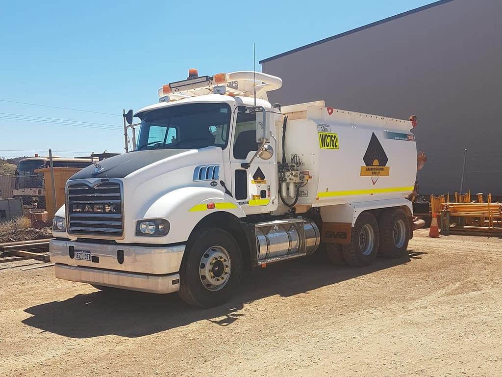 Mack 6 Wheel Water Truck For Hire