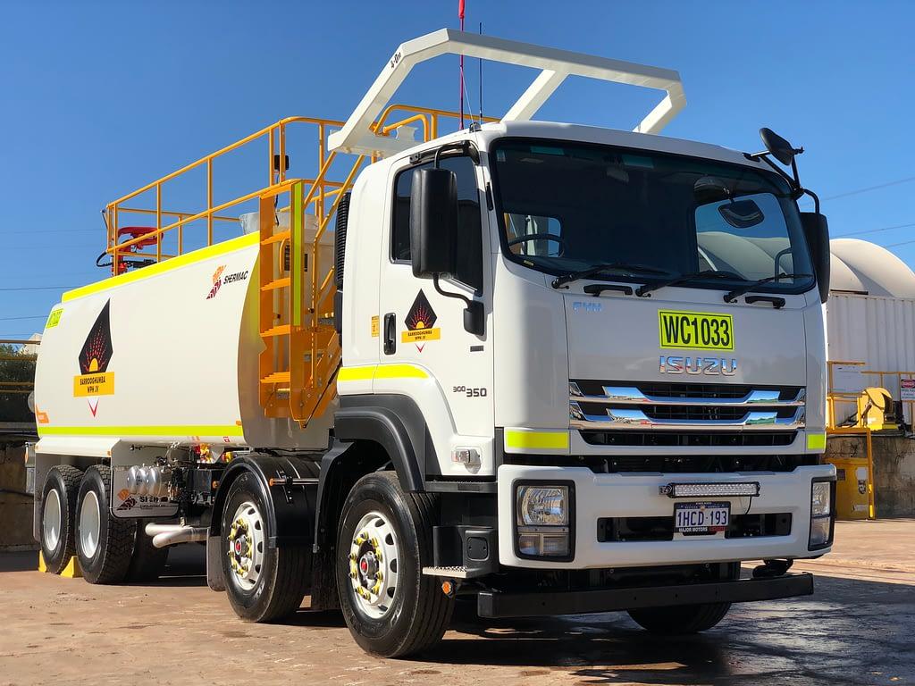 Izuzu 8 Wheel Water Truck For Hire