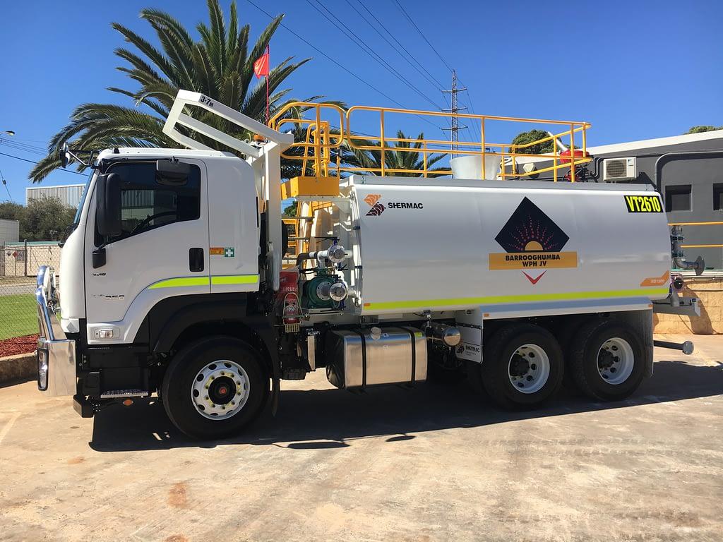 Izuzu 6 Wheel Water Truck For Hire