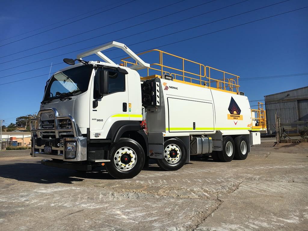 Izuzu 8 Wheel Service Trucks For Hire